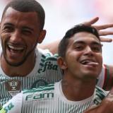 """""""Em casa"""" no Mané Garrincha, Palmeiras vence Fluminense e segue líder"""