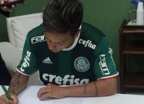 Destaque do Sub-20, atacante Artur renova por mais 5 anos com o Palmeiras