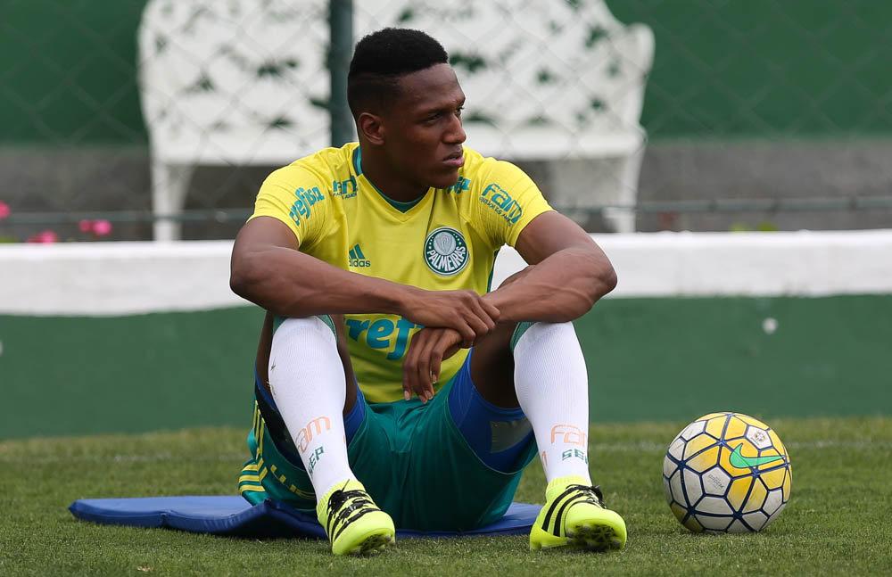 Desfalque contra Atlético-MG, Yerry Mina voltou aos treinamentos nesta sexta (18). (Cesar Greco/Ag.Palmeiras/Divulgação)