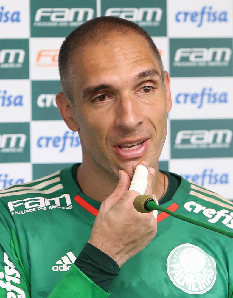 O goleiro Fernando Prass concedeu entrevista coletiva na Academia de Futebol após o treino desta terça-feira (24). (Cesar Greco/Ag Palmeiras/Divulgação)
