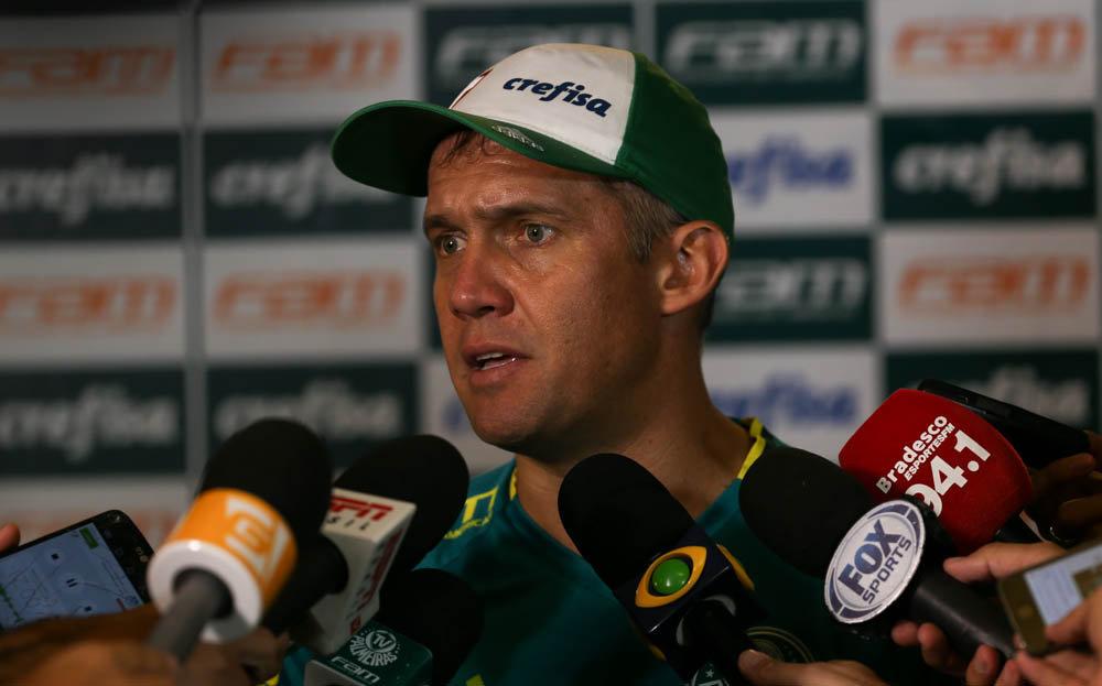 Eduardo Baptista concedeu entrevista coletiva após o treino desta sexta-feira (03). (Cesar Greco/Ag Palmeiras/Divulgação)