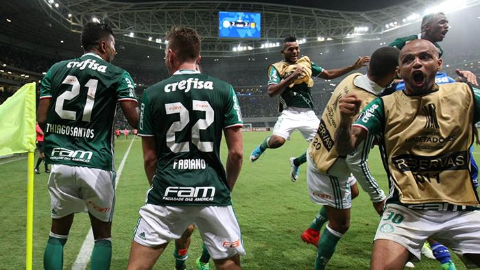 O elenco alviverde foi ao delírio com o gol no último minuto de jogo. (Cesar Greco/Ag. Palmeiras/Divulgação)