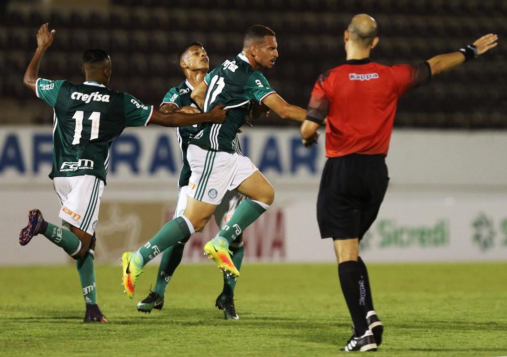 O atacante Iacovelli marcou um dos gols na vitória de 2 a 0 sobre o Coritiba. (Fabio Menotti/Ag Palmeiras/Divulgação)