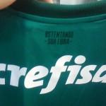 """""""Ostentando A Sua Fibra"""" é a frase na parte posterior da camisa. (Giorgio Migliani)"""